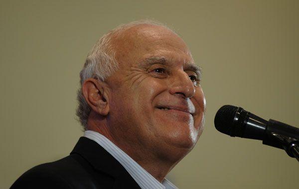 El candidato a gobernador por el Frente Progresista tiene su propia cumbia.