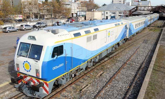Mientras continúan los trabajos para restablecer el tren que une Rosario y Buenos Aires