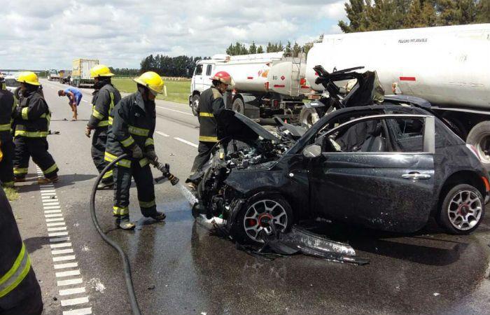 Personal policial y de bomberos trabajó en el accidente de Gobernador Castro. (Foto: gentileza SanPedroinforma.com.ar)