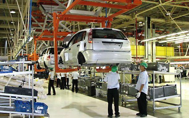 Arrastre. La producción automotriz se reduce respecto del año pasado y tracciona al indicador industrial.