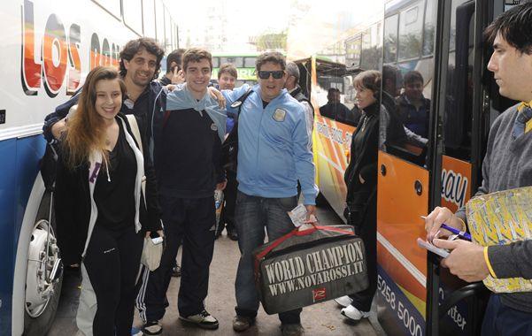 Ultimo refuerzo. Ayer al mediodía 40 jovénes emprendieron el viaje a Río desde la terminal rosarina. (foto: Silvina Salinas)