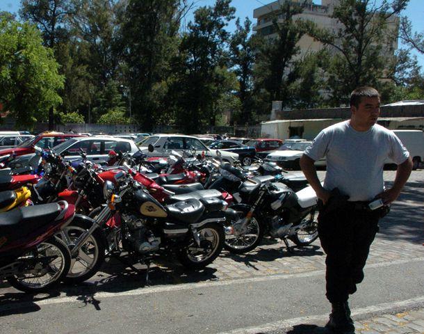 Anoche 24 autos y 7 motos fueron trasladados por alcoholemia positiva.