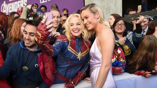 Brie Larson. La flamante Capitana Marvel compartió selfies con los fans.