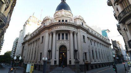 Con sus 2.000 ediciones y un equipo de profesionales más numeroso, el Informativo Semanal es fuente de consulta obligada sobre el sector agroindustrial argentino.