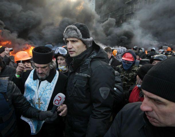 En la trinchera. Klitschko estuvo ayer en el campamento de la oposición en Kiev. Luego se reunió con el presidente.