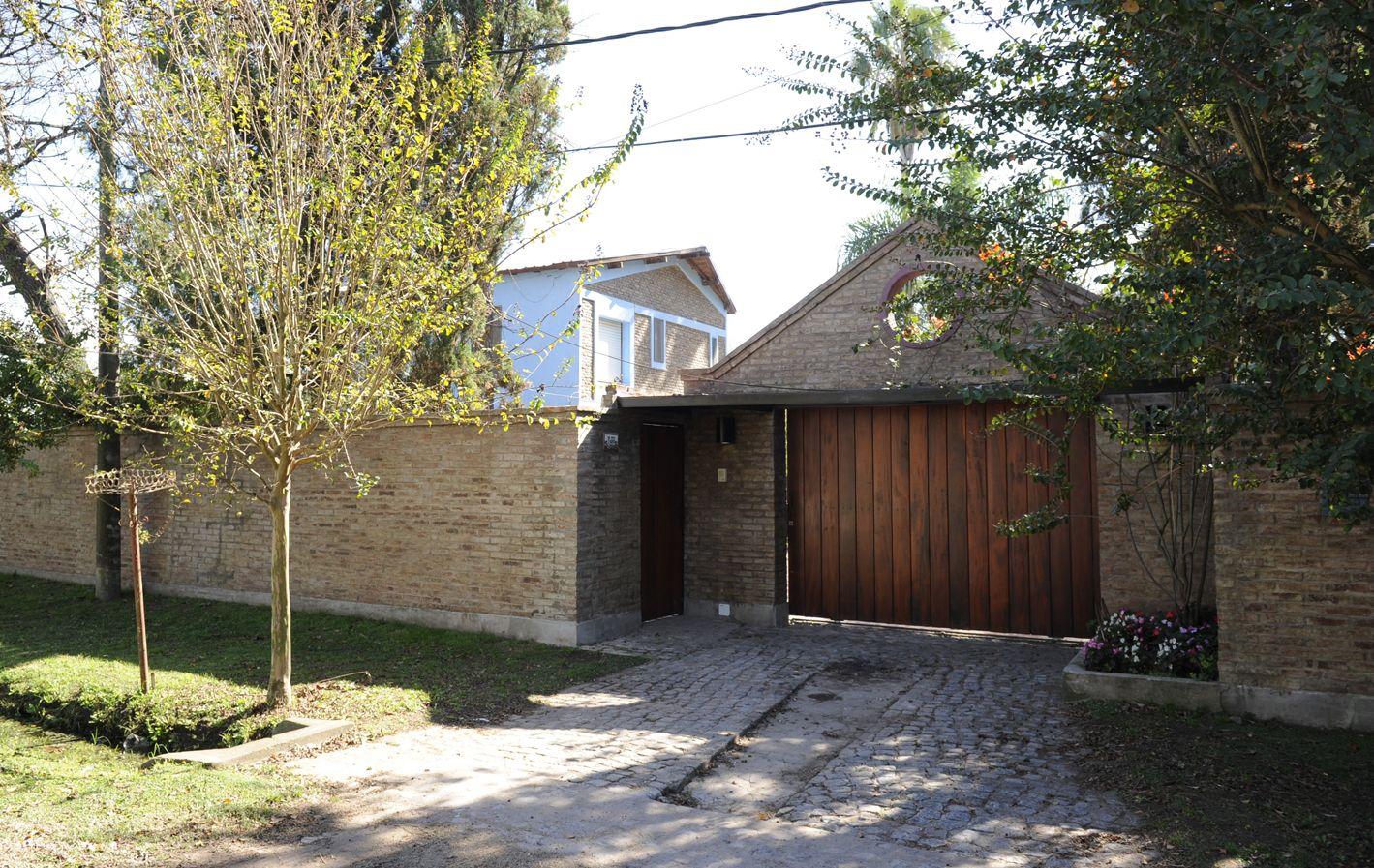 Funes. En esta casa de Lennox 2480 vive la familia Popea. De allí se llevaron a Alejandro la madrugada de ayer.