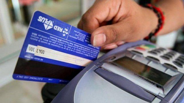 El endeudamiento con tarjetas de crédito creció más del 75% en un año.