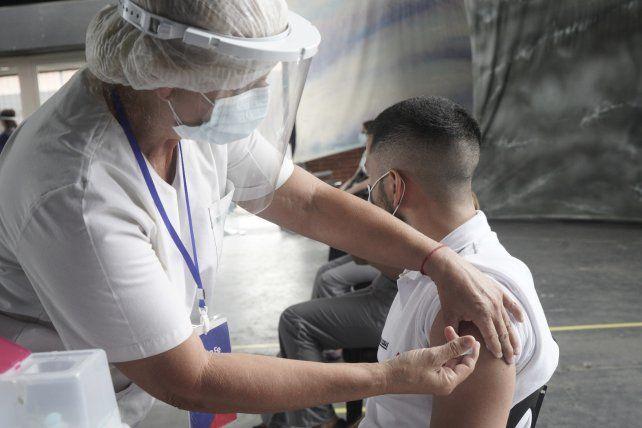 Los profesionales de la salud de Santa Fe estarían todo vacunados para marzo.