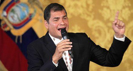 El presidente ecuatoriano Correa concedió el perdón a periodistas