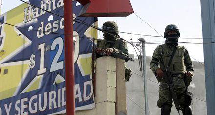 Miles de mejicanos huyen del país por la violencia del narcotráfico