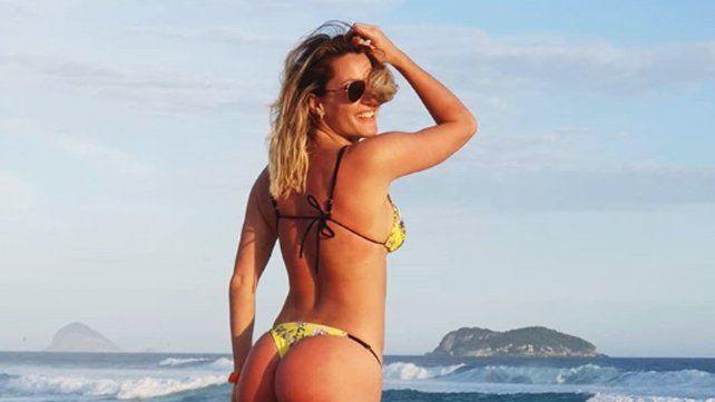 Mica Viciconte disfruta del mar y el sol en Rio de Janeiro