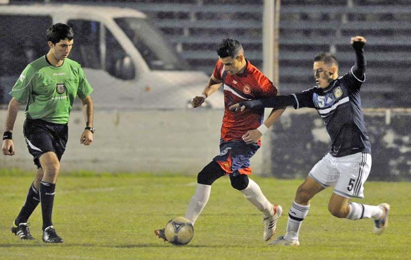 Por los tres puntos. El joven equipo charrúa necesita empezar a ganar. (Foto: G. de los Ríos)