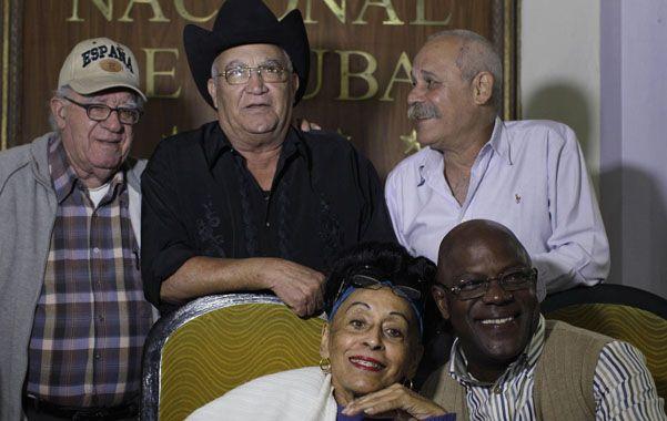 Reunión. Los miembros actuales del grupo dirigido por Jesús Ramos (abajo