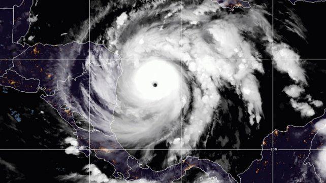 Iota alcanza la máxima categoría para un huracán y amenaza con ser catastrófico