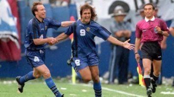 Roberto Sensini y Gabriel Batistuta.