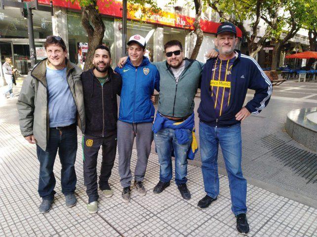 Hinchas de Central y Boca palpitan el partido en Mendoza