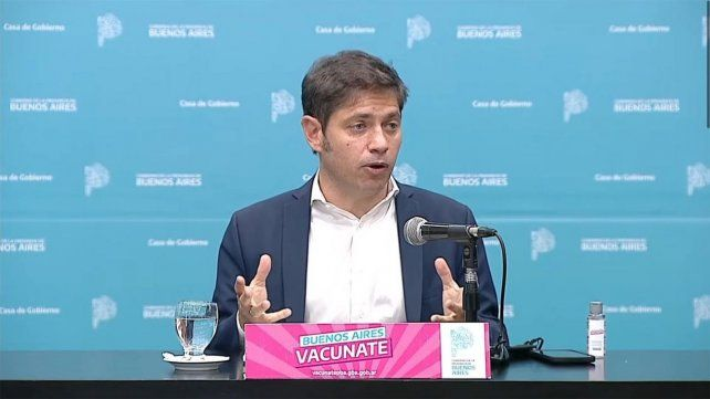 ANUNCIO. El gobernador bonaerense este viernes en la conferencia de prensa en La Plata.