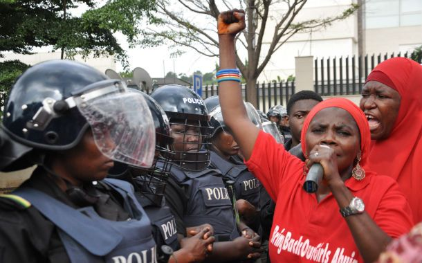 Protestas. Nigerianas reclaman la puesta en libertad de las 200 niñas.