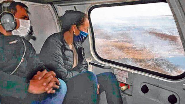 Sobrevuelo. El ministro recorrió el sector afectado junto a la titular de Ambiente de la provincia