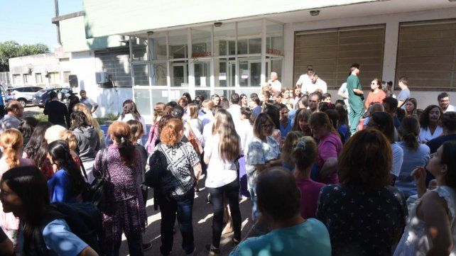 Médicos dijeron basta a la violencia en una manifestación ayer frente al Hospital Roque Sáenz Peña.