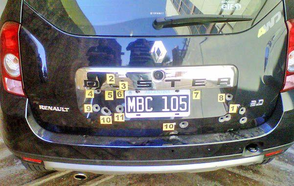 Singular. El Renault de la Afip y las huellas de los balazos.
