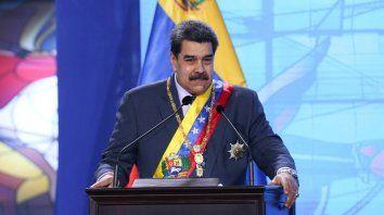 Maduro presentó las goticas milagrosas que neutralizan al 100% al coronavirus