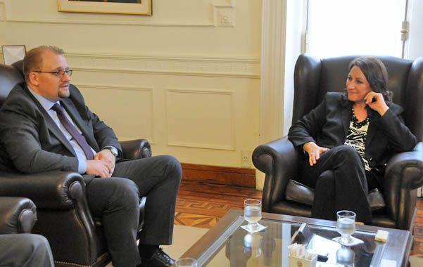 La intendenta dialogó con el representante de Belarús sobre distintas posibilidades de desarrollo de negocios en la ciudad.