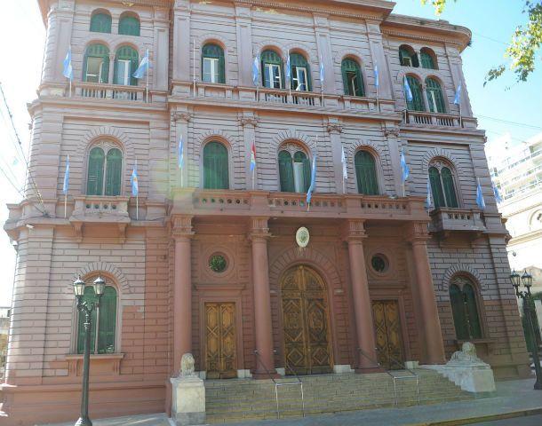 El palacio de la negociación. Enero ya comienza a perfilarse como un mes en el que llegarían los conflictos con los empleados municipales.