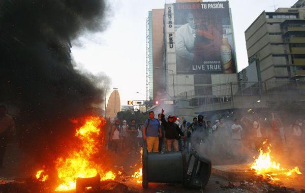 Más de 30 detenidos dejaron los disturbios.