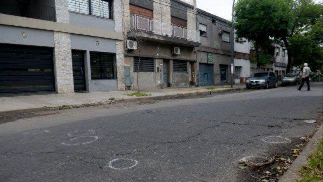 El martes de madrugada una casa de Seguí al 1000 fue atacada a balazos. Al menos uno de los que estaban en su interior repelió con dos armas.