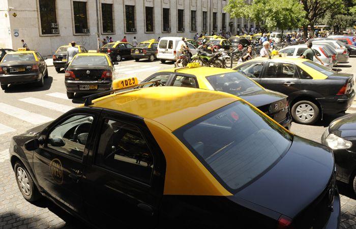 Los peones de taxi aseguran que en el año ya son más de 300 los colegas asaltados y lesionados por delincuentes.