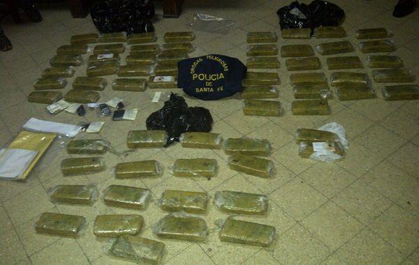 El pesaje preliminar de la droga dio casi 43 kilos de cannabis.