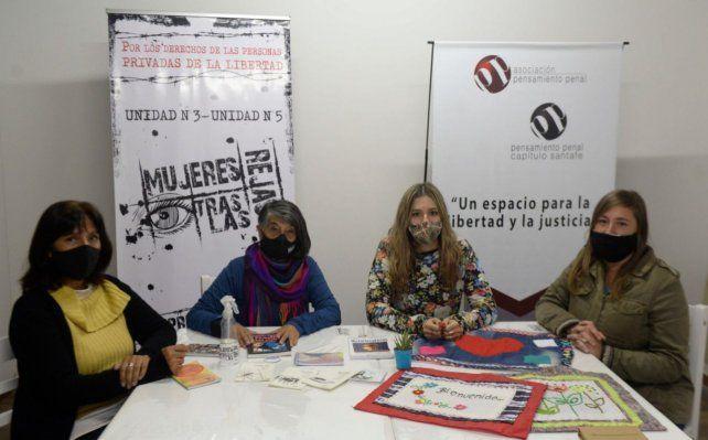 Representantes de las asociaciones Mujeres tras las rejas y Pensamiento penal en la nueva sede de Tucumán 2647