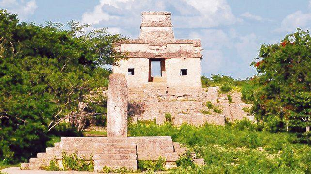 Imperdible. Dzibilchaltún fue una importante población maya que hoy se ubica apenas a 16 kilómetros del norte de Mérida.╠