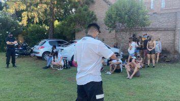 La reunión ilegal se detectó en una casa del barrio residencial Aldea en Fisherton.