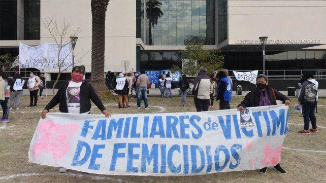 Reclamo de justicia. Familiares y amigos de la víctima se reunieron esta semana frente al Centro de Justicia Penal.