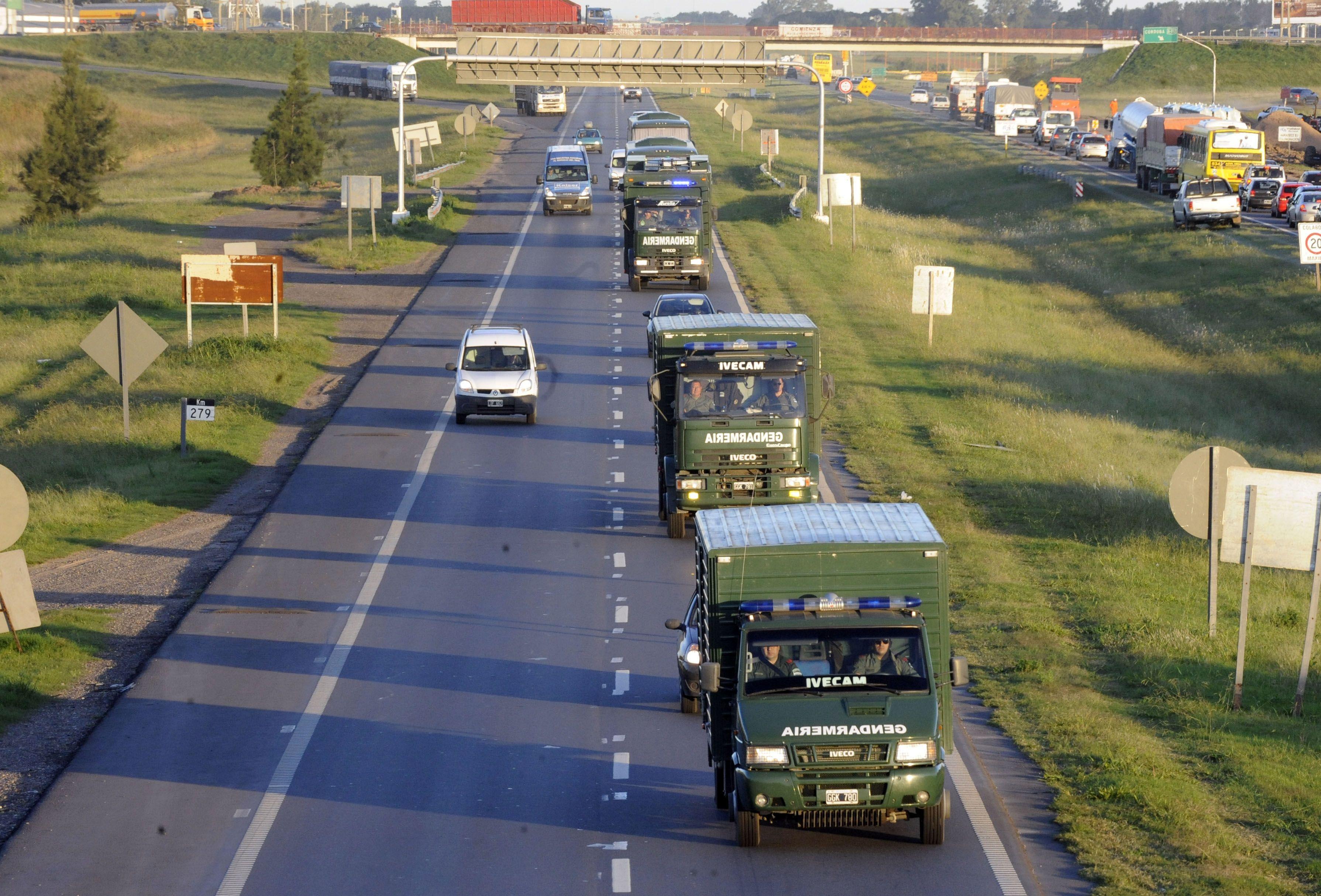 Arribó a Rosario una gran cantidad de camiones de Gendarmería.