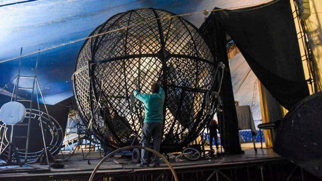 Tres acróbatas del Circo Servian sufrieron heridas en El globo de la muerte