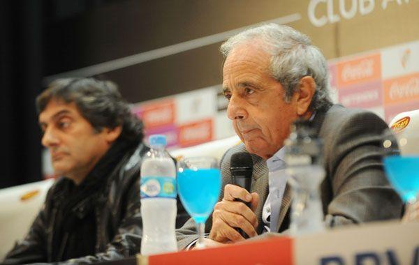 Francescoli y DOnofrio durante la conferencia de esta tardecita en el Monumental.