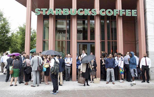La cadena de cafeterías Starbucks pidió a sus clientes en EEUU que dejen sus armas en casa.