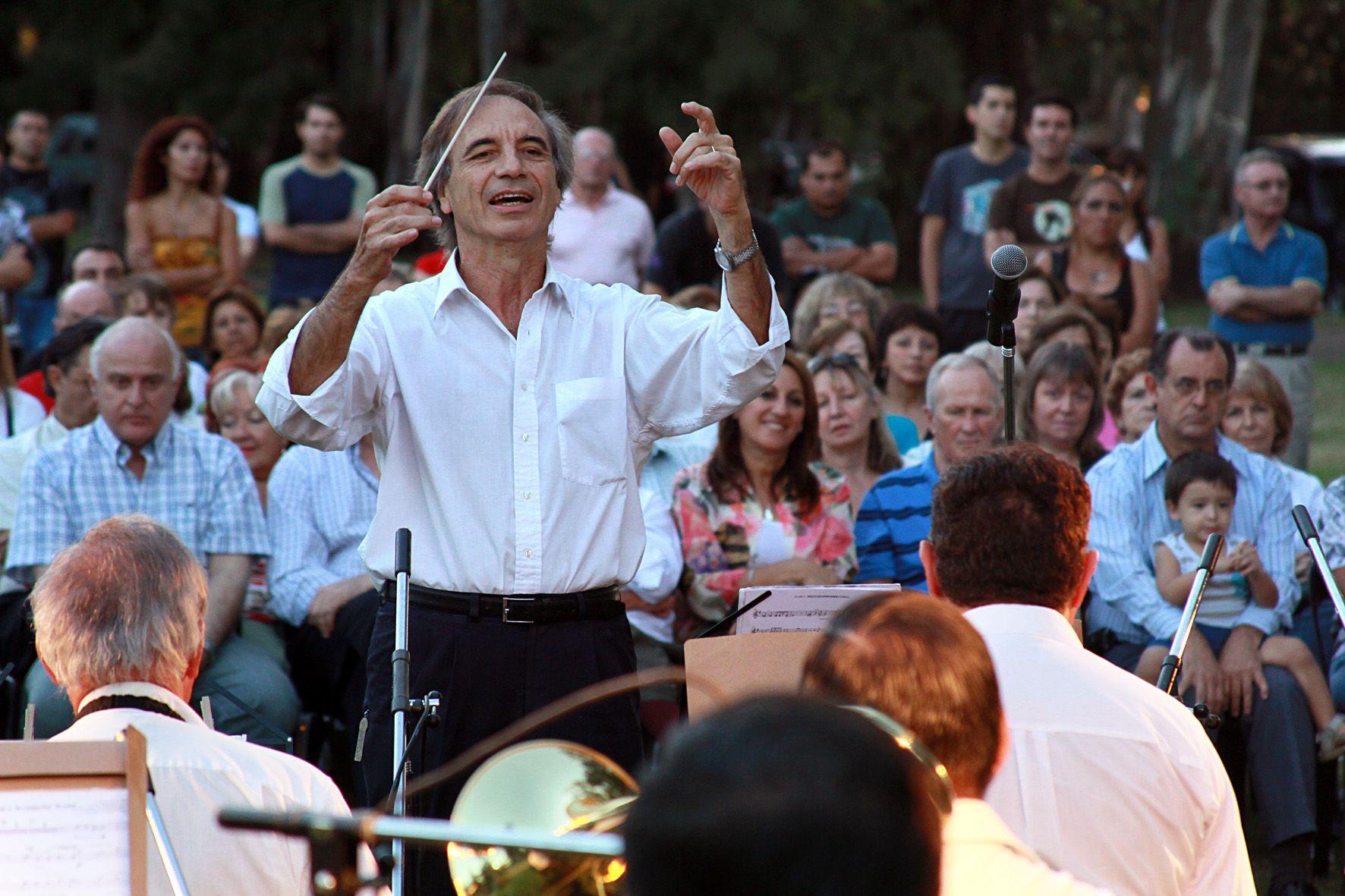 El director Fernando Ciraolo en plena acción. El cerebro de los músicos es objeto de estudios.