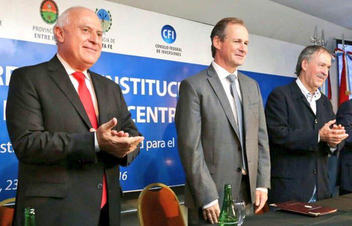 El gobernador junto a Gustavo Bordet y Juan Schiaretti.