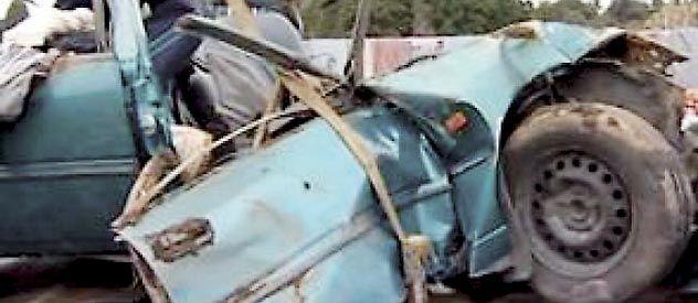 Los restos de la furgoneta Holden Commodore en la que viajaban las víctimas del siniestro.