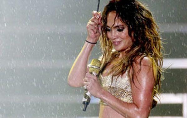 JLO llevó su magia a los escenarios brasileños y terminó bañanada.