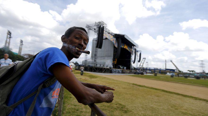 Se inició ayer el montaje del escenario para el concierto de Los Rolling Stones en la Ciudad Deportiva de La Habana.