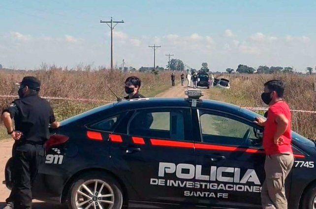 El cuerpo de Cornalis fue hallado en el asiento trasero de su Ford Focus blanco abandonado en un camino rural de Colonia Cello