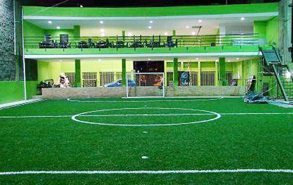 Las canchas de fútbol 5 son escenarios de torneos en los que se recauda en cada uno cerca de 32 mil pesos