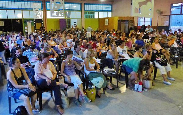 Asamblea nutrida. Los delegados de las distintas escuelas definieron anoche en asamblea las mociones que votarán entre hoy y mañana.