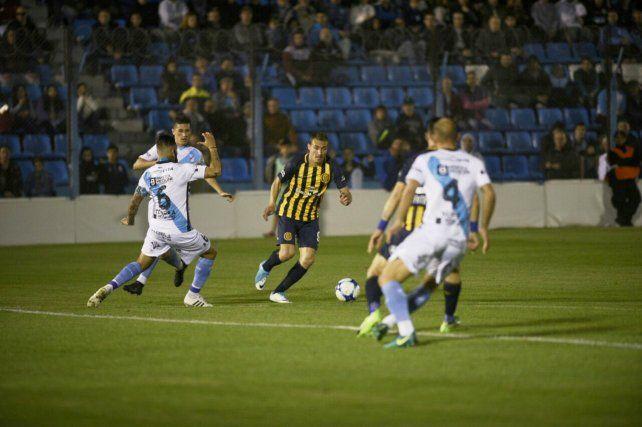 No se le dio. Marco Ruben intentó pero sigue sin convertir por la Superliga.