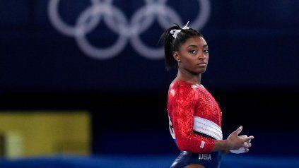Simone Biles, sueña de 25 medallas mundiales, entre ellas 19 de oro no pudo con la presión que le implica ser la máxima figura de Tokio.